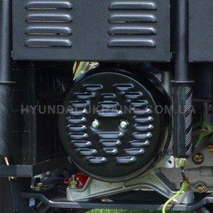 Дизельный генератор Hyundai DHY 8000LE  - МЕДНЫЕ ОБМОТКИ АЛЬТЕРНАТОРА В отличие от...